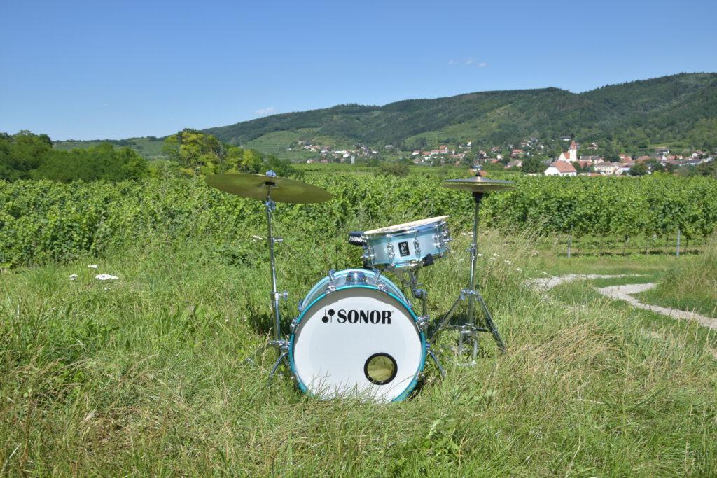 Sonor Kit im Weingarten