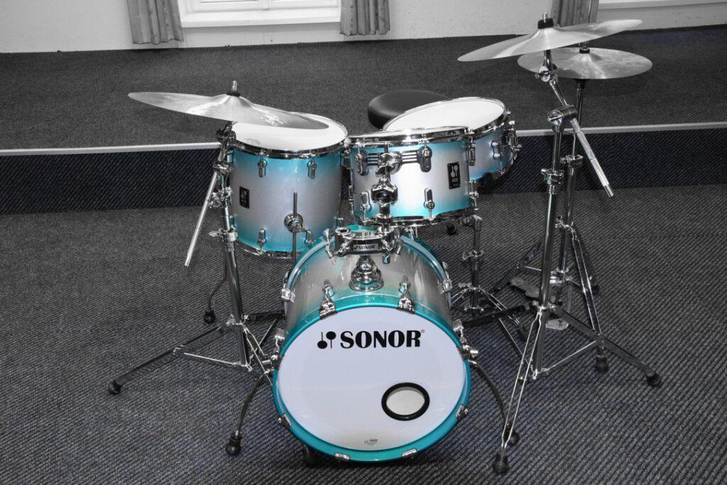Sonor Kit in Schwarz Weiß